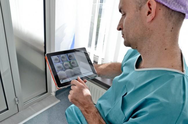 Podgląd metodą poklatkową zarodków na iPadzie  fot. Gyncetrum (3)