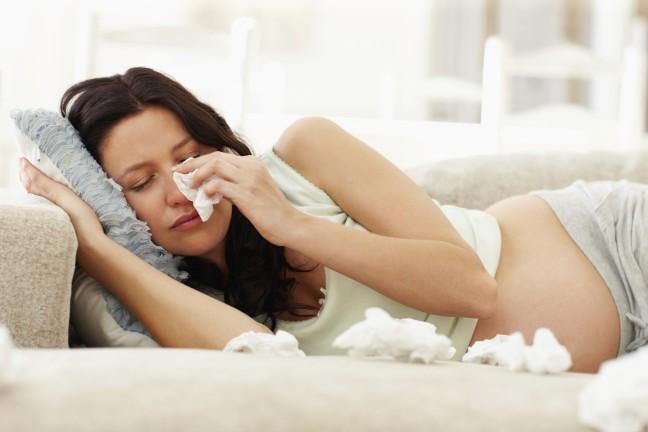 kobieta w ciąży płacząca