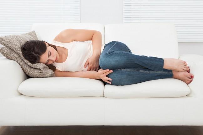ból brzucha kobieta